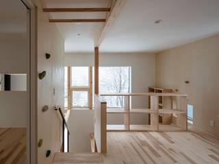 富谷洋介建築設計 Modern corridor, hallway & stairs