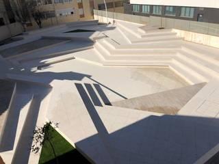 Plaza de Peñíscola Jardines de estilo moderno de Estudios Mi Arquitecto Moderno