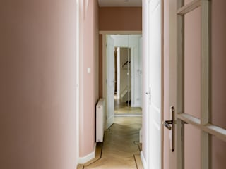 Pure & Original Classic style corridor, hallway and stairs Pink