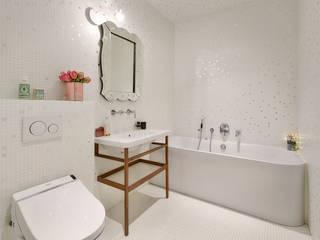 現代浴室設計點子、靈感&圖片 根據 Alessandra Pisi / Pisi Design Architectes 現代風