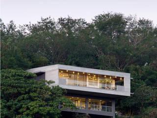 MV house by 8X8 Design Studio Co. Minimalist