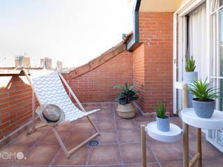 Home Staging. Dormitorio Abuhardillado en Fuenlabrada POMO. Home Staging & Design Studio Balcones y terrazas de estilo mediterráneo