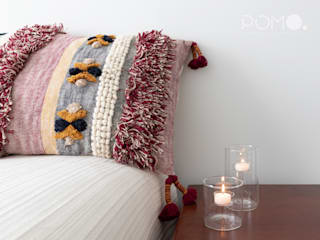 Eclectic style bedroom by POMO. Home Staging & Design Studio Eclectic