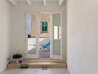 Casa CaosCalmo Balcone, Veranda & Terrazza in stile mediterraneo di Ad'A Mediterraneo
