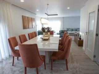 Moradia T4 Oeiras Salas de jantar modernas por R2ATELIER Moderno