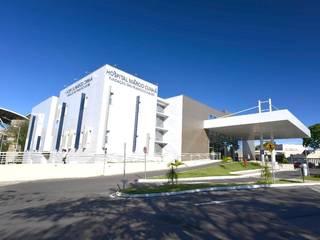 Execução de Serviços de Esquadrias e Revestimentos Hospital Márcio Cunha - Ipatinga - MG por AlumiGlass Indústria de Esquadrias Especiais Moderno