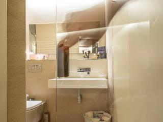 Reforma integral y poyecto llave en mano de piso de 70m2 en Sevilla Baños de estilo moderno de Antonio Calzado 'NEUTTRO' Diseño Interior Moderno