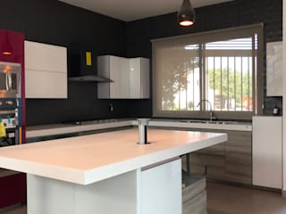 La Central Cocinas Integrales S.A de C.V Minimalist kitchen Glass White