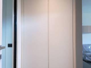 Appartamento Limbiate TREZZI INTERNI SNC DI TREZZI FAUSTO, FRANCESCO E DARIO Ingresso, Corridoio & Scale in stile moderno