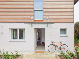 House Fleming: an Inspiring Small Home Baufritz (UK) Ltd. 房子 木頭
