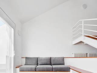 Vallribera Arquitectes Living room Wood White