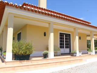 Quintinha T4 Varandas, marquises e terraços campestres por Imoprates, Sociedade de Mediação Imobiliária, lda Campestre