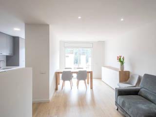 Modern living room by Grupo Inventia Modern