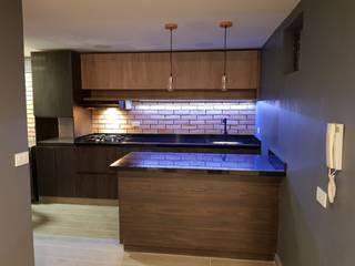 Remodelación de apartamento muy MANLY by Amvar Home Modern
