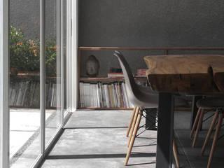 AJ's Backyard Ruang Makan Modern Oleh Arkitekt Studio Modern