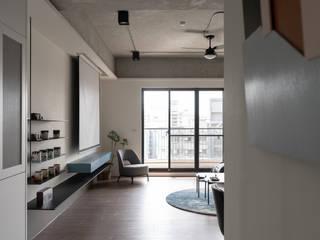 有隅空間規劃所 Couloir, entrée, escaliers industriels Béton Gris