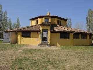 Simona Muzzi Architetto Country style house Bricks