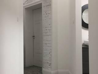 Projekt wnętrz mieszkania w KAMIENICY EFEKT DOMINA Projektowanie Wnętrz Skandynawski korytarz, przedpokój i schody