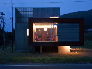 上戸の家 の オルタナティブデザインスタジオ モダン