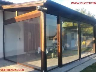 Chiusura tettoia in legno con tende in pvc trasparente di Zilvetti Tendaggi Rurale