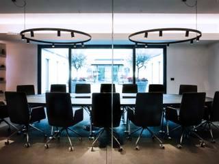 Headquarters Studio minimalista di Sebastiano Canzano Architects Minimalista