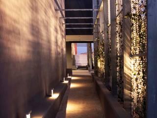 Headquarters Case in stile minimalista di Sebastiano Canzano Architects Minimalista