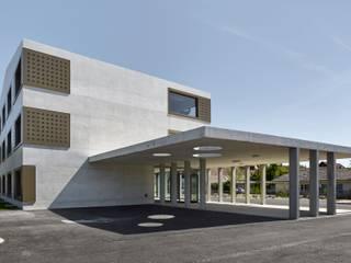Minimalistische Schulen von ern+ heinzl Architekten Minimalistisch