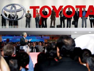 Messeauftritt Toyota auf der IAA Moderner Multimedia-Raum von stengele+cie. Modern