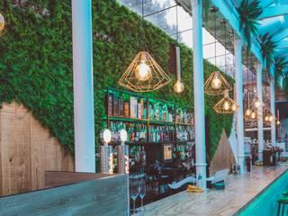 Decoracion Local Comercial Salones de estilo ecléctico de DESVAN VINTAGE Ecléctico