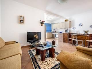 Apartamento com Quintal em Reguengos de Monsaraz Salas de estar rústicas por Frogs - Serviços de Mediação Imobiliária Rústico