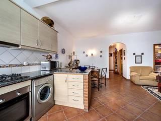 Apartamento com Quintal em Reguengos de Monsaraz Cozinhas rústicas por Frogs - Serviços de Mediação Imobiliária Rústico