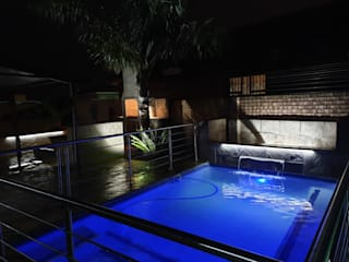 Swimming Pool and Entertainment Area by H2O Group Modern