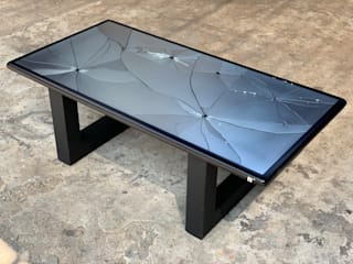 EXCÉNTRICO by Emmanuel Meneses Living roomSide tables & trays Kaca Black