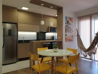 Apartamento na praia Salas de jantar minimalistas por Larissa Minatti Interiores Minimalista