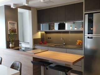 Apartamento em Joinville Cozinhas modernas por Larissa Minatti Interiores Moderno