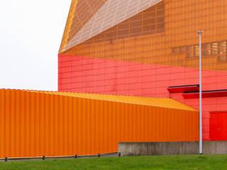 MAIPLATZ FOTOGRAFIE モダンな 家 オレンジ