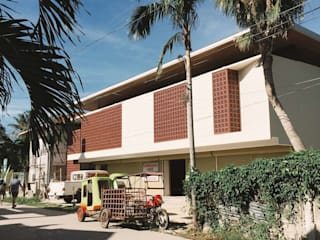 STA FE BOUTIQUE HOSTEL (CEDA GUEST HOUSE) by SGMN Architects Tropical