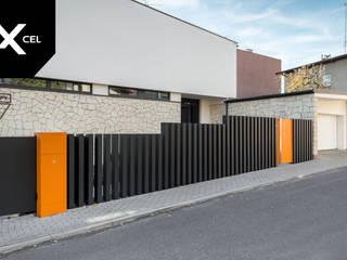 por XCEL Fence Moderno