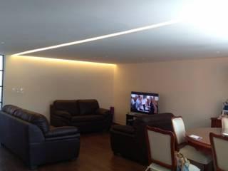 Departamento Villa Coapa Salones eclécticos de Izzavalezka interiorismo Ecléctico