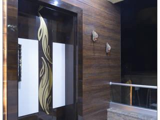 Spacemekk Designers p.LTD Puertas principales Madera Acabado en madera