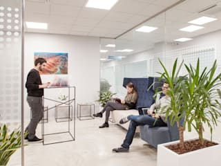 Interni sede SIMAL Business Center a Vicenza Studio Dalla Vecchia Architetti Complesso d'uffici moderni Blu