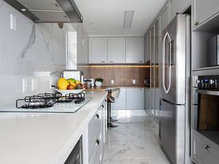Apto. Vila Mariana Cozinhas clássicas por Palladino Arquitetura Clássico