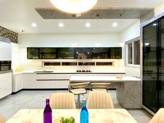 Bungalow for Dr. Shashidhar Kattimani at Ghatprabha, Karnataka Eclectic style kitchen by A B Design Studio Eclectic