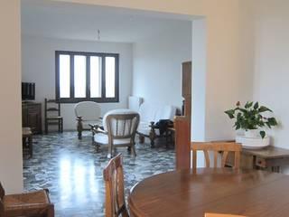Ristrutturazione appartamento anni '50 Studio Dalla Vecchia Architetti Soggiorno classico
