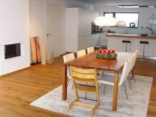 Modern dining room by lieber feng shui Modern