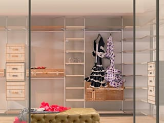 Eclectic style dressing room by Mobiliari Contract Eclectic