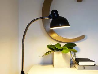 Nordic und Midcentury Designs Maisondora Vintage Living ArbeitszimmerBeleuchtungen Metall Schwarz