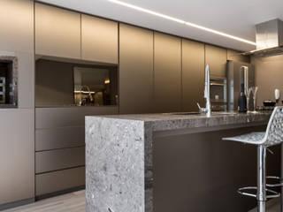 Casa Chácara das Pedras Cozinhas modernas por Bibiana Menegaz - Arquitetura de Atmosfera Moderno