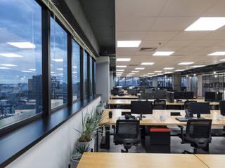 Escritório corporativo Escritórios industriais por Bibiana Menegaz - Arquitetura de Atmosfera Industrial
