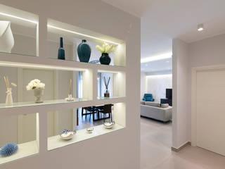Pasillos, vestíbulos y escaleras modernos de Facile Ristrutturare Moderno